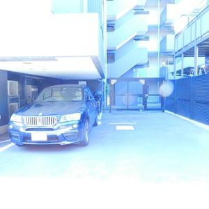 クレヴィア神楽坂の駐車場
