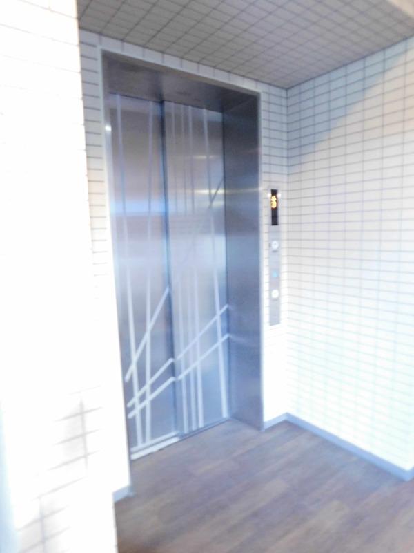 クレヴィア神楽坂のエレベーターホール、エレベーター内1枚目