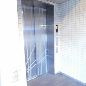 クレヴィア神楽坂のエレベーターホール、エレベーター内
