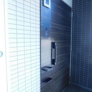 クレヴィア神楽坂(5階,)のフロア廊下(エレベーター降りてからお部屋まで)