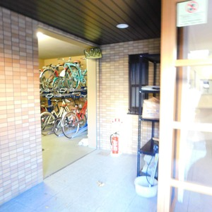 ラフォルム神楽坂の駐輪場