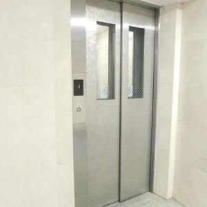 ラフォルム神楽坂のエレベーターホール、エレベーター内