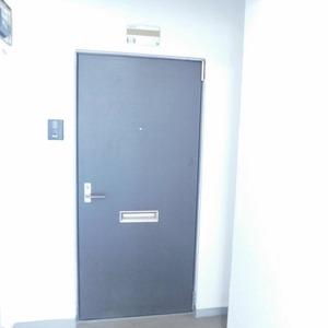 落合マンション(5階,4390万円)のフロア廊下(エレベーター降りてからお部屋まで)
