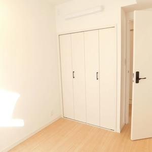 落合マンション(5階,4390万円)の洋室(2)
