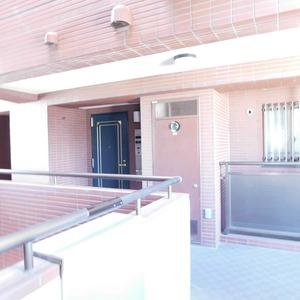 ディアナコート恵比寿(13階,1億9800万円)のフロア廊下(エレベーター降りてからお部屋まで)
