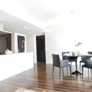 ディアナコート恵比寿(13階,1億9800万円)の居間(リビング・ダイニング・キッチン)