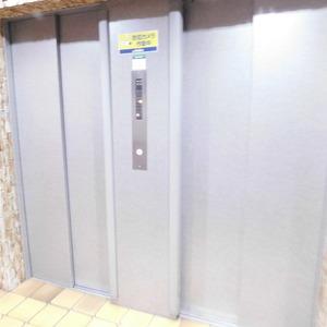 藤和護国寺コープのエレベーターホール、エレベーター内