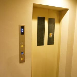 グリーンパーク日本橋堀留町のエレベーターホール、エレベーター内
