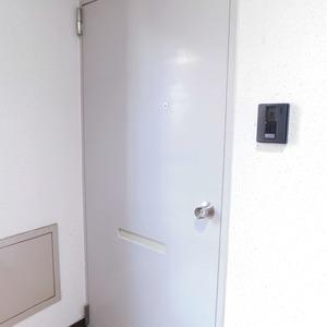 モナーク大塚(7階,)のフロア廊下(エレベーター降りてからお部屋まで)