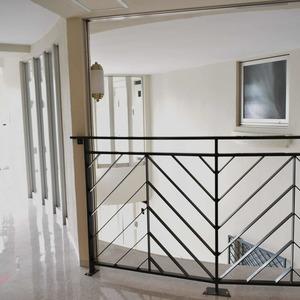 リシェ広尾(5階,)のフロア廊下(エレベーター降りてからお部屋まで)