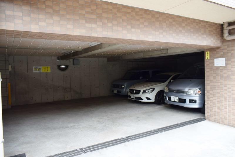 朝日マンション白金通りの駐車場1枚目