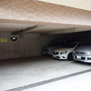 朝日マンション白金通りの駐車場
