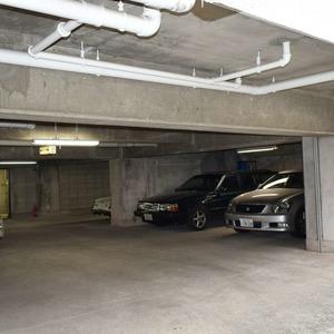 白金台パークサイドハイツの駐車場