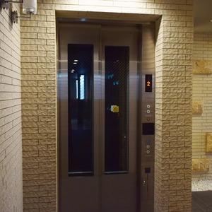 サンアリーナ広尾のエレベーターホール、エレベーター内