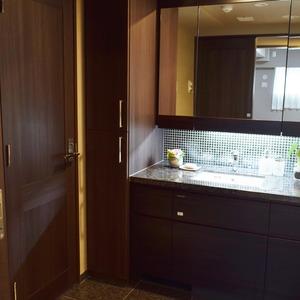 サンアリーナ広尾(3階,1億2600万円)の化粧室・脱衣所・洗面室