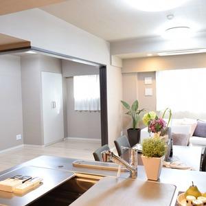 サンアリーナ広尾(3階,1億2600万円)の居間(リビング・ダイニング・キッチン)