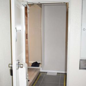 中銀南青山マンシオン(2階,4790万円)のお部屋の玄関
