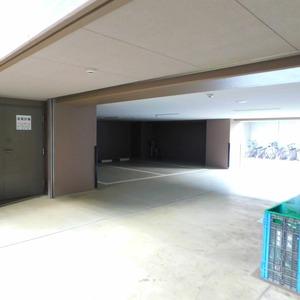 ステージファースト目白第2の駐車場