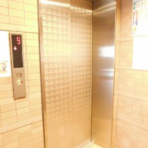 ステージファースト目白第2のエレベーターホール、エレベーター内