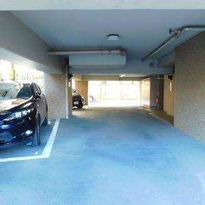 ヴィルヌーブ西早稲田の駐車場