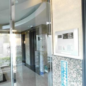 ヴィルヌーブ西早稲田のマンションの入口・エントランス