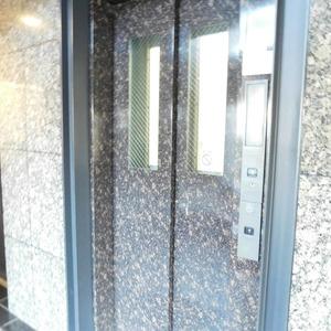 ヴィルヌーブ西早稲田のエレベーターホール、エレベーター内