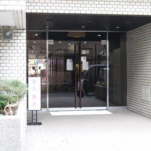 上野ロイヤルハイツのマンションの入口・エントランス