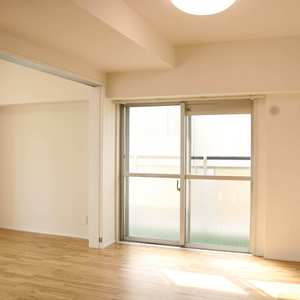 上野ロイヤルハイツ(7階,)の居間(リビング・ダイニング・キッチン)