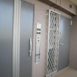 ディナスカーラ上北沢のフロア廊下(エレベーター降りてからお部屋まで)