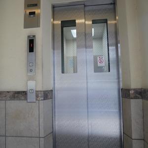 ディナスカーラ上北沢のエレベーターホール、エレベーター内