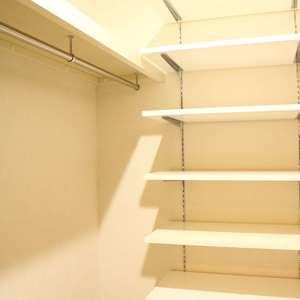 東京ビューマークス(2階,5480万円)のウォークスルークローゼット