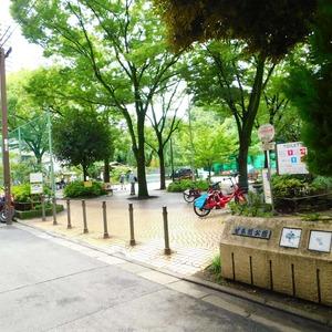 ヴィルヌーブ西早稲田の近くの公園・緑地