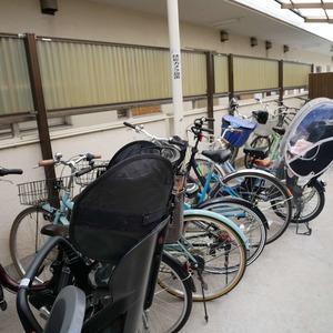 メイゾン上北沢の駐輪場