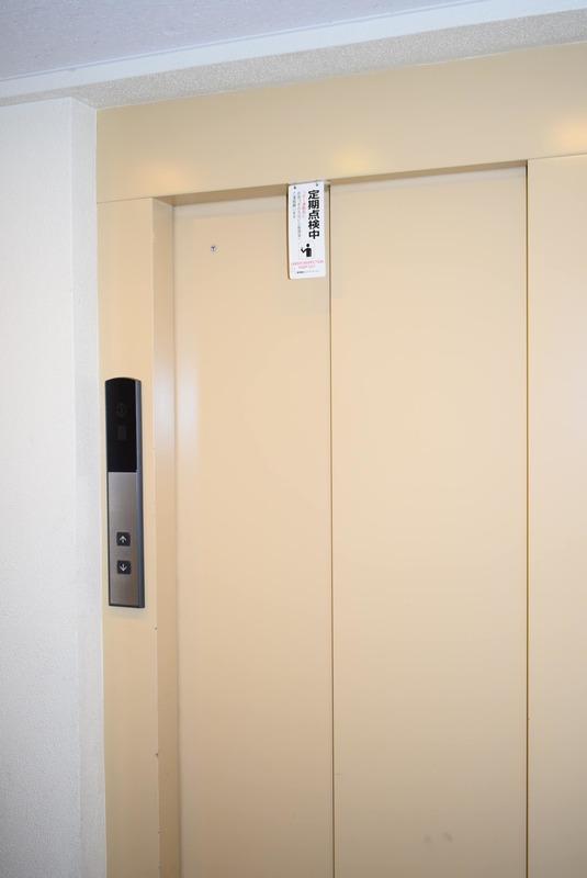 ヴェルデ青山のエレベーターホール、エレベーター内1枚目