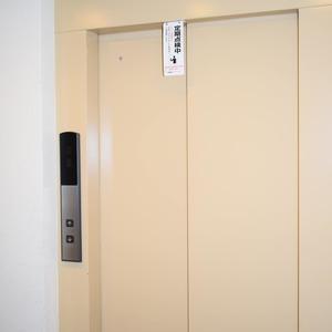 ヴェルデ青山のエレベーターホール、エレベーター内