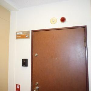 ヴェルデ青山(2階,)のフロア廊下(エレベーター降りてからお部屋まで)
