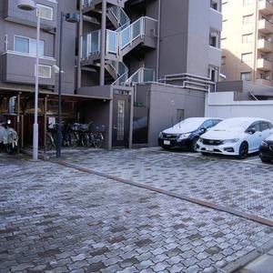 コスモ亀戸アネックスの駐車場