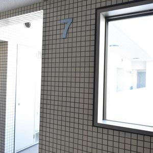 秀和溜池山王レジデンス(7階,)のフロア廊下(エレベーター降りてからお部屋まで)