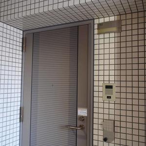 秀和溜池山王レジデンスのエレベーターホール、エレベーター内