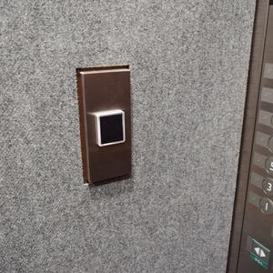 クラッシィスイートジオ東麻布のエレベーターホール、エレベーター内