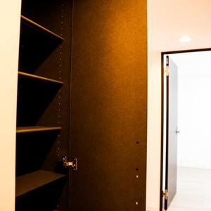 コンフォール四谷(2階,5280万円)のシューズインクローゼット