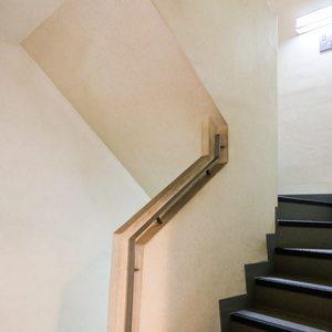 コンフォール四谷(2階,5280万円)のフロア廊下(エレベーター降りてからお部屋まで)