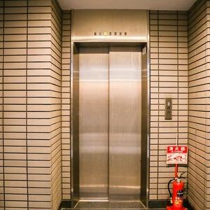 コンフォール四谷のエレベーターホール、エレベーター内