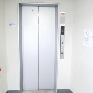 ライオンズマンション桜上水のエレベーターホール、エレベーター内