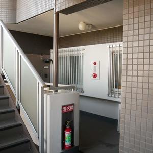 コスモ亀戸アネックス(5階,3780万円)のフロア廊下(エレベーター降りてからお部屋まで)