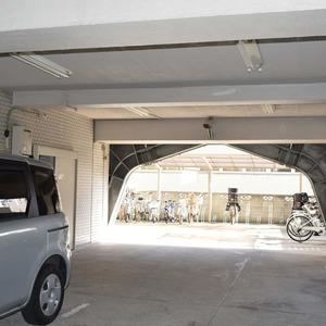 マンション京都白金台の駐車場
