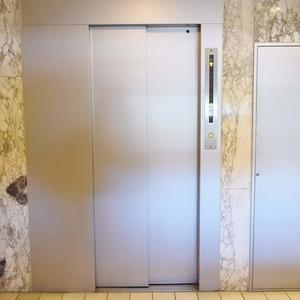 マンション京都白金台のエレベーターホール、エレベーター内