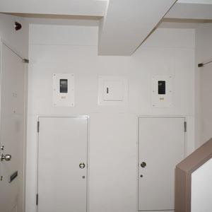 高輪長マンション(2階,)のフロア廊下(エレベーター降りてからお部屋まで)