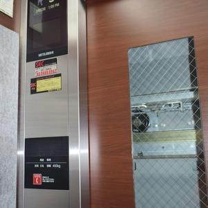 コンシェリア南青山のエレベーターホール、エレベーター内