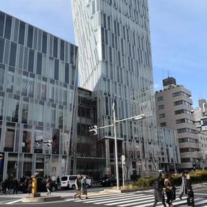 青山ザタワーの最寄りの駅周辺・街の様子